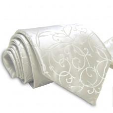 Anyagában mintás, tört fehér nyakkendő díszzsebkendővel