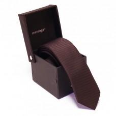 Keskeny, bordó nyakkendő dobozban