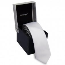 Keskeny, fehér nyakkendő dobozban